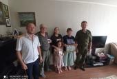 Казаки ГКО «Астраханское» поздравили самые крепкие семьи своей станицы