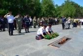 Участники конного перехода Волгоград-Севастополь поклонились монументу погибшим воинам на Сапун-горе