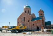 Установлен купол и крест на новом храме в селе Началово