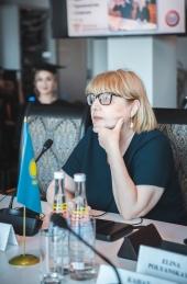 Александр Жилкин вручил дипломы выпускникам-переводчикам АГУ
