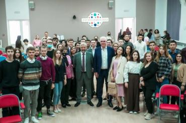 Евгений Примаков обсудил со студентами АГУ роль региона в развитии Прикаспия