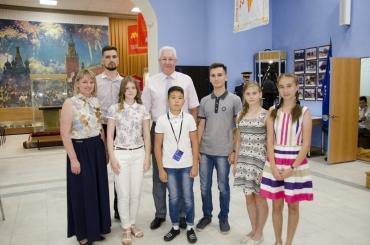 Константин Маркелов и Галина Зотеева встретились с участниками казачьей смены в