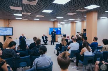 Губернатор Александр Жилкин встретился в АГУ с новым поколением журналистов