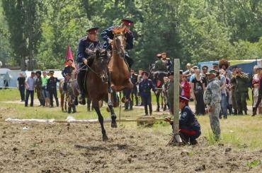 Казаки Юга России поздравили жителей Симферополя с Днём города