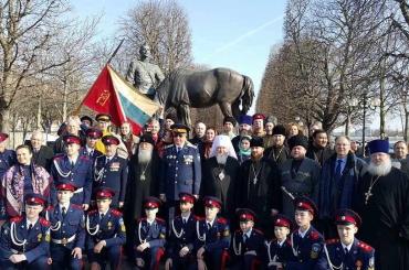 Константин Маркелов принял участие в возложении венков памятнику солдатам и офицерам русского экспедиционного корпуса