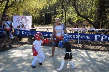 Астраханские казаки городских станиц приняли участие в организации турнира по кикбоксингу