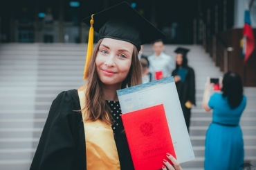 Almost 1,500 Graduates of Astrakhan State University Received Their Diplomas